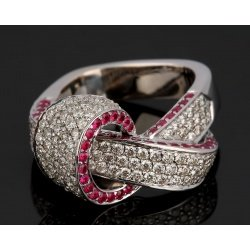 Шикарное кольцо с бриллиантами и рубинами