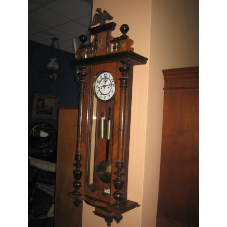 Настенные часы из красного дерева