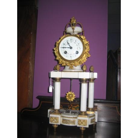 Настольные часы с мрамором