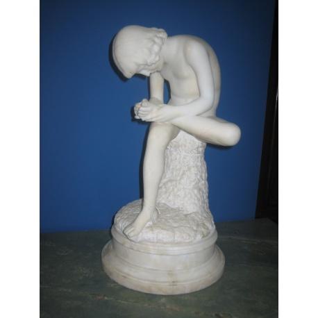 Фигура мраморная с мальчиком