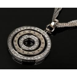 Золотой кулон с бриллиантами на цепочке