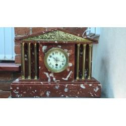 Часы каминные из красного мрамора