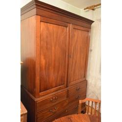 Антикварный шкаф-комод