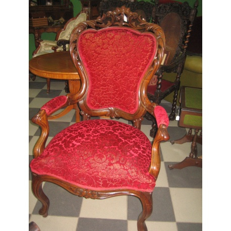 Кресло из красного дерева
