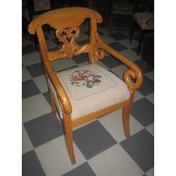 Кресло старинное с вышивкой