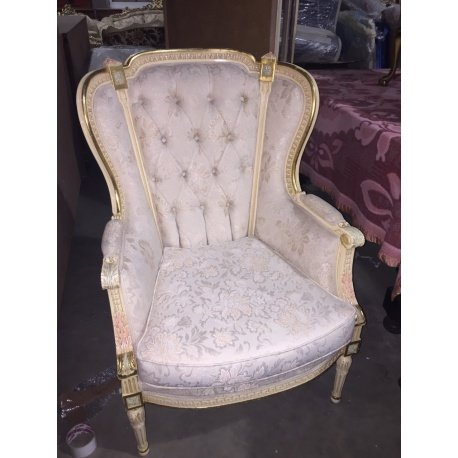 Одно винтажное кресло