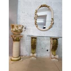 Консоль с колоннами и зеркалом