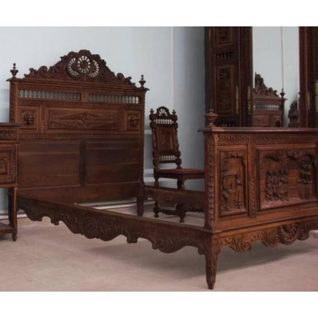Кровать с резьбой в стиле Бретонь
