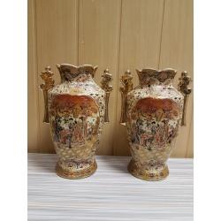 Пара винтажных ваз в китайском стиле