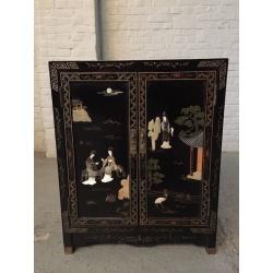 Антикварный шкаф в стиле Шинуазри