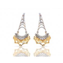 Изысканные золотые серьги с бриллиантами