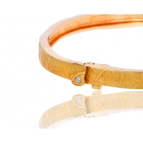 Прекрасный золотой браслет с бриллиантом H.Stern