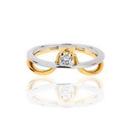 Витое золотое кольцо с бриллиантом