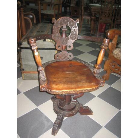 Кресло крутящееся из дуба