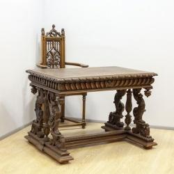 Антикварный стол с фигурами нимф