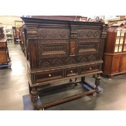 Антикварное дубовое бюро с резьбой