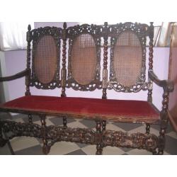 Скамейка с резьбой из массива
