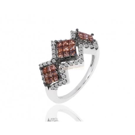Золотое кольцо с белыми и коньячными бриллиантами