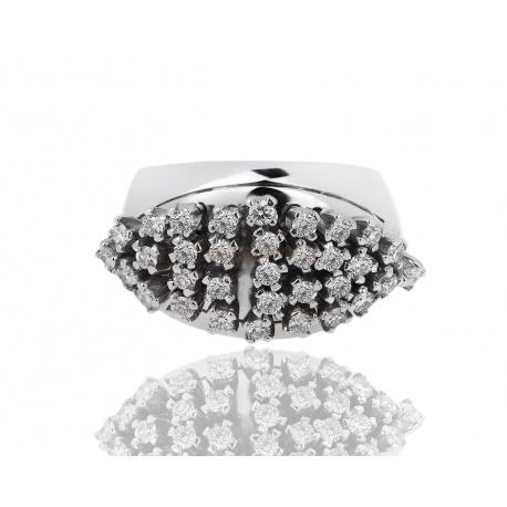 Изумительное золотое кольцо с бриллиантом