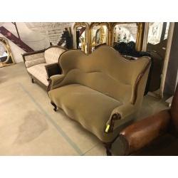Мягкий антикварный диван Louis XV