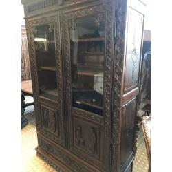 Дубовый шкаф в стиле Бретонь