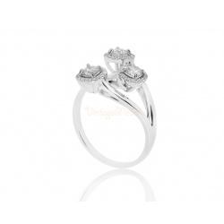 Притягательное кольцо с бриллиантами