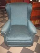Кресло старинное с тканью