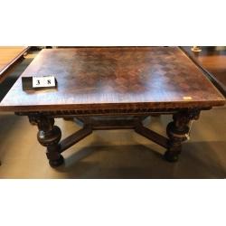 Антикварный стол с шашечками