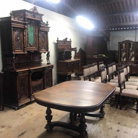 Шикарная столовая в стиле Антик