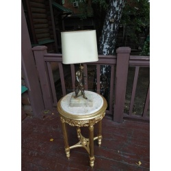 Мужественная настольная лампа