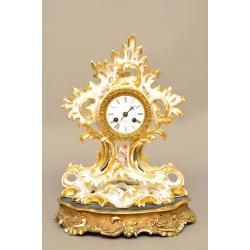 Часы в фарфором корпусе на подставке