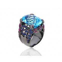 Золотое кольцо с топазом, бриллиантами и сапфирами