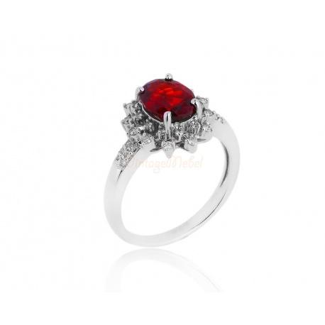 Золотое кольцо с красным гранатом и бриллиантами