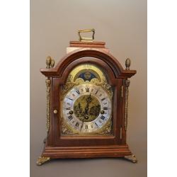 Часы с лунным календарем ( Лот MH 1604 )