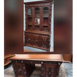 Стол письменный и шкаф книжный