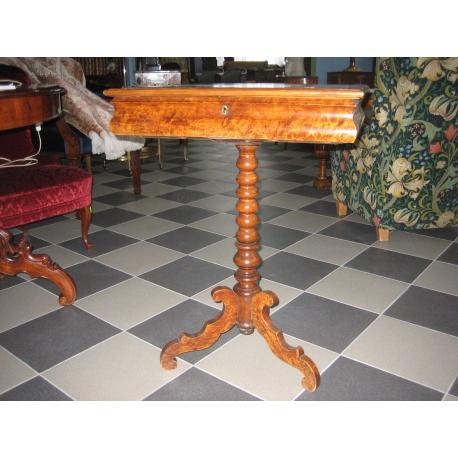 Стол для рукоделия антикварный