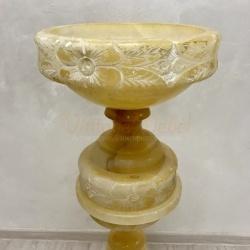 Антикварная старинная ваза на колонне