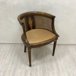 Антикварное кресло