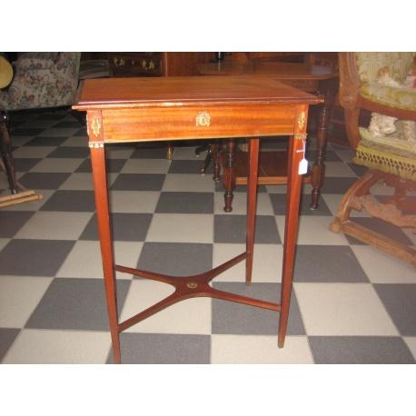 Антикварный столик для бижутерии
