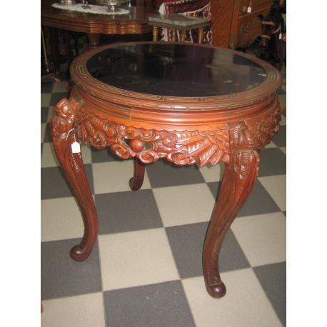 Круглый стол в восточном стиле