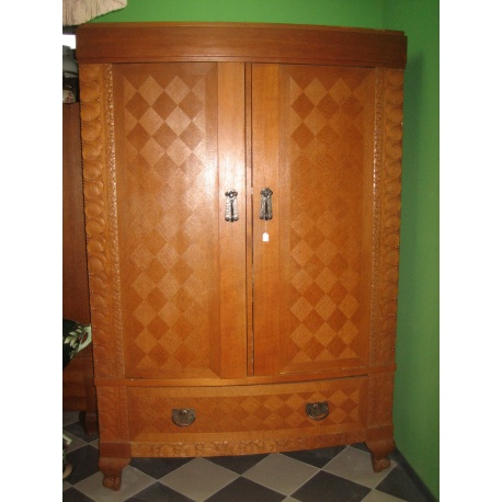 Шкаф дубовый платяной
