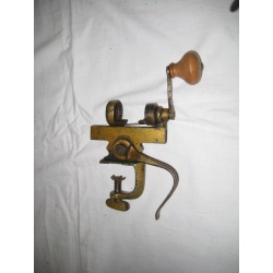 Антикварная машинка для набивания патронов