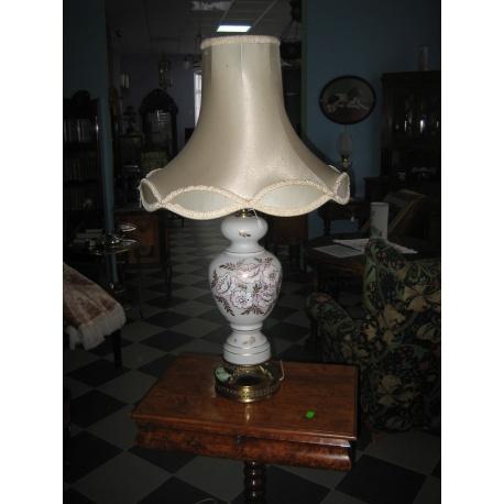 Лампа настольная в стиле модерн