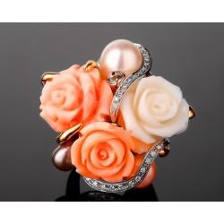 Искусное бриллиантовое кольцо с кораллами