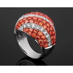 Модное золотое кольцо с бриллиантовым паве