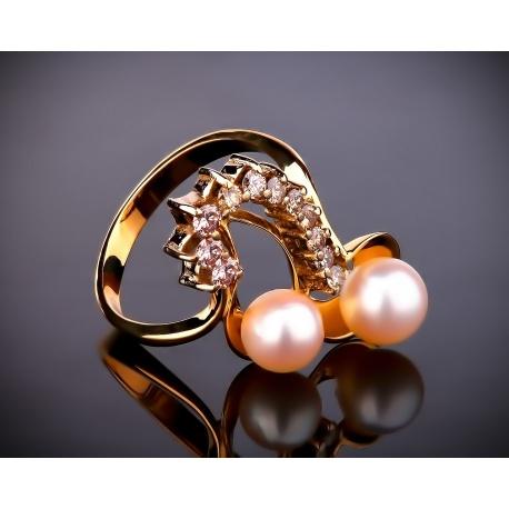 Золотое кольцо с жемчугом и бриллиантами шампань Артикул: 130717/1