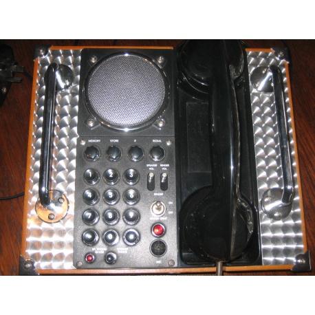 Телефон в винтажном стиле